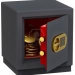 10286539-caja-fuerte-pequena-con-monedas-de-oro-como-un-simbolo-del-microcredito-en-los-bancos-y-el-almacenam