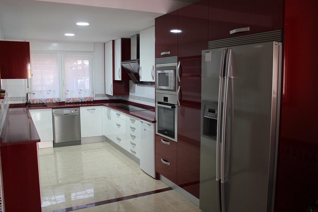 Reforma tu cocina f cil venta de pisos en valencia playa for Cocinas color granate